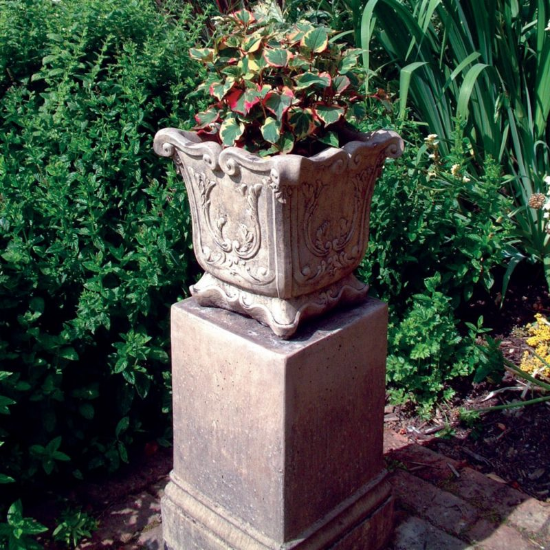 Amiska Vase Version C Garden Ornament
